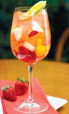 Clericot - uma bebida deliciosa e muito refrescante! Adorooo... uma jarra, por favor! :P Clericot - basically a white wine sangria
