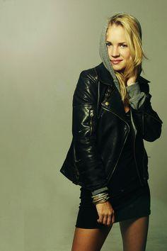 Marna (Britt Robertson)