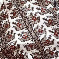 Folk Costume, Costumes, Folk Embroidery, Romania, Bohemian Rug, The Incredibles, Traditional, Instagram Posts, Ethnic