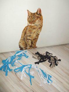 Récupération de polos pour fabriquer un jouet pour chat.