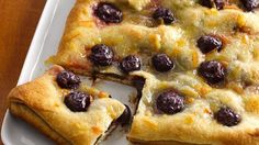 Dark Cherry-Chocolate Breakfast Pastry Wake up sleepyheads with a new breakfast pastry. Six quick ingredients turn Pillsbury® crusty French loaf into a fresh fruit chocolate treat. Chocolate Treats, Chocolate Cherry, Chocolate Pastry, Chocolate Chips, Brunch Recipes, Breakfast Recipes, Breakfast Ideas, Brunch Foods, Breakfast Plate