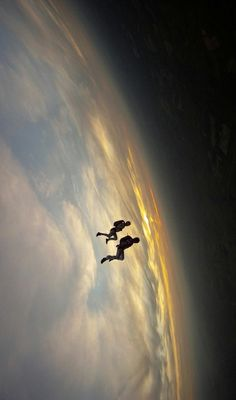 ♥ Mind (and space) bending skydive photo - Andy Godwin