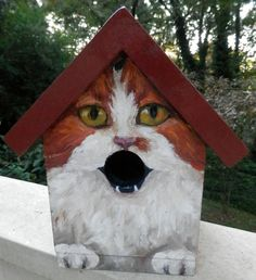 This is a custom hand painted bird house that I made for a friend. Various cat breeds or other colors and markings may be custom ordered. Great