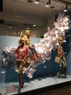 Escaparates de primavera 2013: avance (I) Visual Merchandising Displays, Visual Display, Clothing Store Displays, Mannequin Art, Store Windows, Window Styles, Window Art, Shop Window Displays, Poses