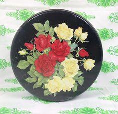 Oud blikje met rozen. Prijs: 5,00 - http://www.vinto.nl/winkel/alle-producten/oud-blikje-met-rozen/