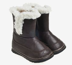 These gorgeous little toddler boots fetaure warm faux fur linings for warmth and comfort. Flexible midsole and extra ankle support make these great for new walkers.
