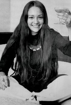 The Swinging Sixties — Olivia Hussey, Olivia Hussey, British Actresses, Actors & Actresses, Leonard Whiting, Sixties Fashion, Romeo And Juliet, Timeless Beauty, Pretty People, Beautiful People