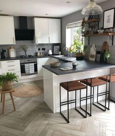 Home Decor Kitchen, Kitchen Design Small, Dining Room Design, Kitchen Remodel, Home Kitchens, Small Modern Kitchens, Modern Kitchen Design, Kitchen Style, Kitchen Renovation