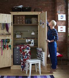 New and creative ways with wardrobes. Sewing station in a cupboard. I love the idea :)