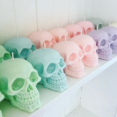 SKULL CANDY - Pastel skull candles - set of four - candy scented - soy wax candles - parma violets - bubble gum - cotton candy - caramel Halloween Rose, Halloween Stuff, Vintage Halloween, Halloween Makeup, Halloween Costumes, Pastell Fashion, Pastell Party, Goth Bedroom, Bleu Pastel