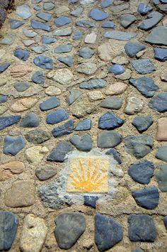 Montblanc, Tarragona :: Montblanc es uno de los más bellos conjuntos medievales de Cataluña. Se trata de uno de los puntos de más interés del interior de la Costa Dorada y está situado en el corazón de la Ruta del Cister.    Montblanc es un municipio, capital de la comarca de la Conca de Barberà, en la provincia de Tarragona, Cataluña, España. Posee el título de Villa Ducal desde el 1387 y el casco antiguo fue declarado Conjunto Histórico-Artístico en 1948.