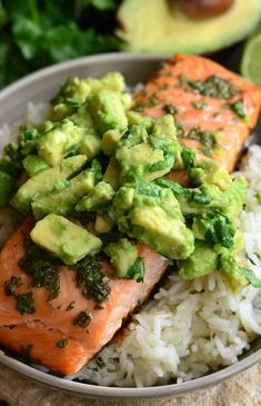 Healthy salmon recipes, fish recipes, seafood recipes, dinner recipes, co. Gluten Free Recipes For Dinner, Healthy Dinner Recipes, Cooking Recipes, Healthy Salmon Recipes, Salmon And Rice, Sides With Salmon, Salmon Avocado, Recipes With Avocado, Gastronomia
