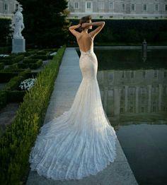 Comment est magnifique cette robe de mariage de jardin