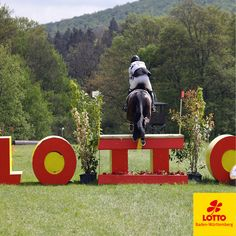 Der Lotto-Sprung! In #Marbach, bei der Vielseitigkeit werden spanndende #Wettbewerbe ausgetragen. Unter anderem wartet hier ein interessanter #Lotto-Sprung auf die Teilnehmer. #lottobw #lotto #pferd #pferde #hinderniss #horse #riding #reiten #reitsport # sport #outside