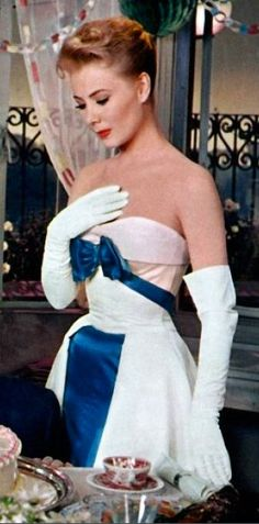 Mitzi Gaynor, love the dress This would be a beautiful reception dress! (By prev. Old Hollywood Style, Hollywood Fashion, Golden Age Of Hollywood, Vintage Hollywood, Hollywood Glamour, Classic Hollywood, Mitzi Gaynor, Hollywood Costume, Colorized Photos