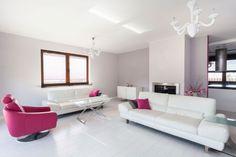 Salón grande en gris y blanco - Color fucsia