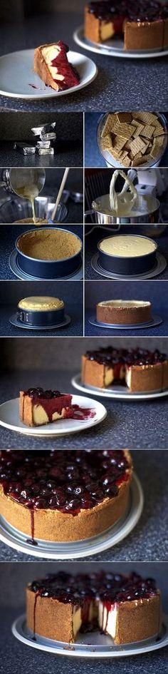 new york cheesecake, tarta de queso, galleta, new york (baked cheese cake new york) Sweet Desserts, Just Desserts, Sweet Recipes, Cheesecake Recipes, Dessert Recipes, Cupcake Cakes, Cupcakes, Love Food, Bakery