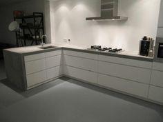 Concrete kitchen, beton wit, keuken beton. Hoogglans wit met beton.