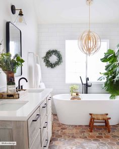 #ShowEmYourHoliday: How YOU All Decorated For Christmas (Such Good Stuff, Folks) - Emily Henderson #holidaydecor #christmas