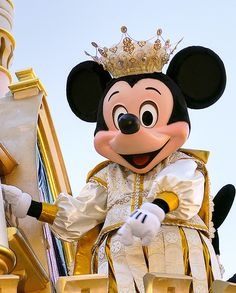 Mickey Mouse as royalty, starring in a parade at Disneyland. I will be at Disneyland this Saturday! Mickey Mouse Costume, Mickey Minnie Mouse, Disney Mickey, Disney Parks, Walt Disney, Disney Dream, Disney Love, Disney Stuff, Couple Halloween Costumes For Adults