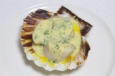 La sauce honfleuraise, réalisée à partir de crème fraîche et de Calvados, va délicatement relever les noix de Saint-Jacques. Ces…