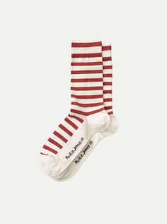 An indepth guide showing where to buy the best ethical and sustainable socks avaliable in Europe. Featuring designs from over ten different brands. Ethical Clothing, Ethical Fashion, Minimalist Fashion, Minimalist Style, Top To Toe, Fashion Articles, Fashion Group, Fashion Moda, Slow Fashion