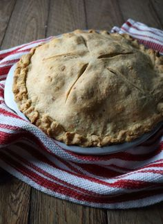 Nothing screams Fall more to me than apple pie. Apples straight from the orchard, mixed with bourbon and vanilla, and baked in a cheddar cheese crust. Fun Desserts, Delicious Desserts, Dessert Recipes, Yummy Food, Dessert Ideas, Cheddar Cheese Recipes, Apple Pie Bites, Apple Pie Recipes, Sweet Pie