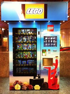 LEGO vending Machine in the Underground at Munich Central Station (Germany) - LEGO Automat am Hauptbahnhof München (Deutschland) - Id be in trouble if these were over here! Ps Wallpaper, Lego Boards, Amazing Lego Creations, Lego Design, Everything Is Awesome, Frozen Peas, Oui Oui, Lego Pieces, Lego Building