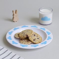 It's choc o'clock... We're matching our tableware with the cloudy sky today ☁️