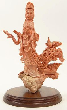 Well Carved Early Century Chinese Carved Coral Figurine Of a Woman With Birds and Flowers. Mounted on a Hardwood Base. Minor Losses or in otherwise Good to Very Good Condition. Measures Inches Tall by 7 Inches Coral Art, Coral And Gold, Chinese Culture, Chinese Art, Chinese Painting, Le Jade, Coral Jewelry, Agate, Turquoise