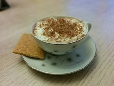 Everything you love about Smore's in a cup of hot coco. What a great way to kick off the Autumn season. Chocolate Graham Crackers, Hershey Chocolate, Hot Chocolate, Yummy Recipes, Yummy Food, Juniper Berry, Mini Marshmallows, Baked Goods, Yummy Treats