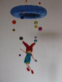 Waldorf a inspiré mobile feutré de l'aiguille  jongleur