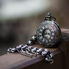 Mechanické kapesní hodinky s kroužkovaným řetězem