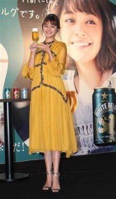 人気モデルの岸本セシルちゃんが六本木の東京ミッドタウンで行われたサッポロビールホワイトベルグの試飲会イベントに登場しキュートな黄色いドレス姿を披露しましたよ 何を着ても似合うなぁ