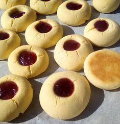 ΜΑΓΕΙΡΙΚΗ ΚΑΙ ΣΥΝΤΑΓΕΣ 2: Μπισκοτάκια σαν κουραμπιεδάκια !!! Vet Cake, Greek Lemon Potatoes, Greek Desserts, Biscuit Cookies, Doughnut, Meal Planning, Biscuits, Cheesecake, Tasty