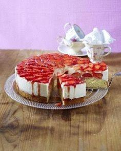 Das Rezept für Erdbeer-Zitronen-Torte und weitere kostenlose Rezepte auf LECKER.de