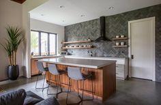 Choosing a New Kitchen Sink Kitchen Designs Photos, Kitchen Photos, Modern Kitchen Design, Modern House Design, New Kitchen, Kitchen Sink, Kitchen Island, Prefab Homes, Wood Cabinets