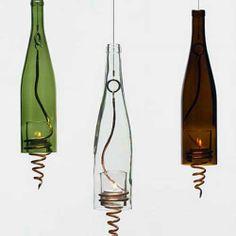 Una forma más creativa de reciclar las botellas de vino. I ♥ #Dialhogar http://pinterest.com/dialhogar/ ❥ http://dialhogar.blogspot.com.es/