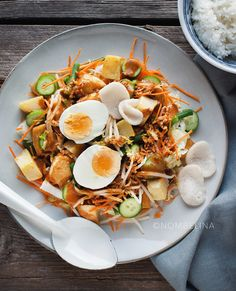 Gado gado - Food Blog Challenge #9 - Nombelina.com Gado Gado, Food Blogs, Cobb Salad, Slow Cooker, Foodies, Challenges, Cooking Recipes, Pasta, Ethnic Recipes