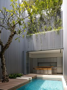 Modern Minimalist House Design in Singapore by Ong & Ong - DigsDigs French Courtyard, Courtyard Design, Architecture Tumblr, Interior Architecture, Building Architecture, Design Cour, Singapore House, Living Pool, Modern Minimalist House