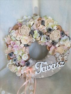 Christmas Wreaths, Christmas Decorations, Ideas Geniales, Diy Wreath, Pattern Making, Easter Crafts, Pergola Garden, Decoupage, Diy And Crafts