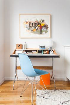 """Looks like Kayla really loves her mid-century modern pieces. At her bedroom desk, there's an <a href=""""http://www.dwr.com/product/eames-molded-plastic-side-chair-dsr.do"""" target=""""_blank"""">Eames chair</a> paired with a <a href=""""http://www.dwr.com/product/nelson-swag-leg-desk.do?sortby=ourPicks"""" target=""""_blank"""">desk</a> by the famous industrial designer George Nelson."""