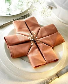 Napkins are an inevitable part of every table. By decorating with various napkins, you get interesting decoration on the table, and give to your guests a Fancy Napkin Folding, Folding Napkins, Napkin Origami, Homemade Christmas Gifts, Easter Table, Deco Table, Cloth Napkins, Decoration Table, Dinner Table