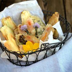 Tempura, Zucchini, Spanakopita, Ethnic Recipes, Food, Leafy Salad, Carrots, Food Portions, Essen