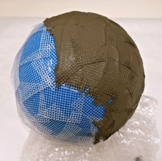 How to Make A Lightweight Concrete Garden Sphere for Mosaic — Institute of Mos. - How to Make A Lightweight Concrete Garden Sphere for Mosaic — Institute of Mosaic Art - Cement Art, Concrete Crafts, Concrete Art, Concrete Garden, Glass Garden, Concrete Leaves, Concrete Sculpture, Water Garden, Garden Spheres
