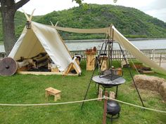 Roundcube Webmail :: 15 more Pins for your SCA Furniture board Bushcraft Camping, Camping Survival, Survival Skills, Viking Tent, Viking Camp, Vikings Live, Norse Vikings, Larp, Zelt Camping