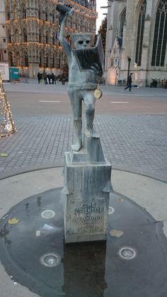Fonske = het bekendste standbeeld van Leuven. Gelegen op rector de somerplein.