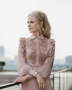 I think Nicole Kidman always looks classy and feminine. Trend Fashion, Fashion Details, Look Fashion, Womens Fashion, Fashion Design, 30s Fashion, Ladies Fashion, Fashion Inspiration, Cute Dresses