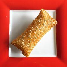Kaassoufflé uit de Airfryer Dutch Recipes, Cooking Recipes, Low Fat Fryer, Rudolph's Bakery, Tefal Actifry, Tapas, Actifry Recipes, Snacks, Happy Foods