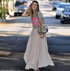 Bisous bisous #streetstyle #modaderua #looks #look #moda #fashion #style #maxiskirt #tshirt